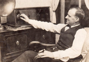 1927-radio-cigar-drink