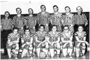The 1967 KYA Radio Oneders (front row, l-r) Sean O'Callaghan, Tom Sgro, Bud O'Shea, Johnny Holliday, Ed Hider, Don Delbon; (back row, l-r) referee Owen Kashveroff, Jim Myers, Norman Goldsmith, Rick Barry, Don Novitsky, Phill Prusky and referee Mike Orlich.